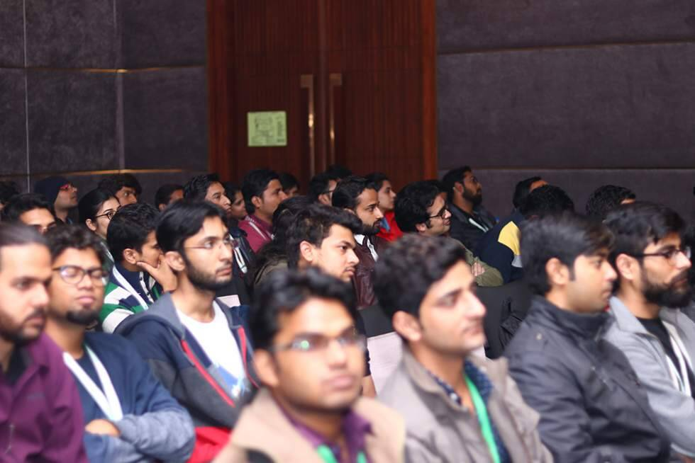 audience-enjoying-at-gr8conf